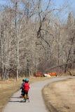 De berijdende fiets van de jongen royalty-vrije stock foto's