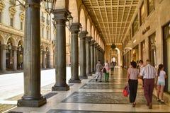 De beroemde arcades van de stad stock foto's