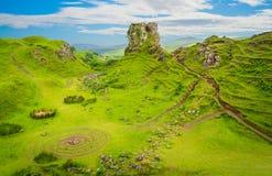 De beroemde die Feenauwe vallei, in de heuvels boven het dorp van Uig op het Eiland van Skye in Schotland wordt gevestigd stock foto
