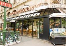 De beroemde Franse koffie Sarah Bernardt, Parijs, Frankrijk stock fotografie