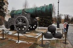 De beroemde grote canon van Tsaarpushka dichtbij het Kremlin, Moskou stock foto