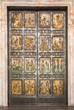 De beroemde Heilige Deur bij St Peter Basiliek in Vatikaan rome Royalty-vrije Stock Afbeeldingen