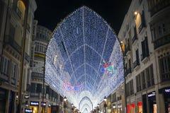 De beroemde hoofdstraat van Malaga - Marquis de Larios bij nacht Heldere verlichting, slingers en lichten op een voetstraat royalty-vrije stock afbeelding