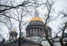 De beroemde Kathedraal van Isaac ` s in St. Petersburg stock afbeeldingen