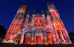 De beroemde kathedraal van Notre-Dame DE Rouen bij schemering, Rouen, Frankrijk Stock Foto's