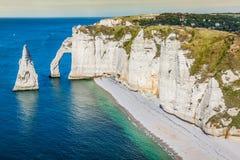De beroemde klippen in Etretat in Normandië, Frankrijk stock fotografie