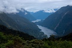 De beroemde mening bij het Twijfelachtige Geluid in Fiordland in Nieuw Zeeland royalty-vrije stock afbeelding