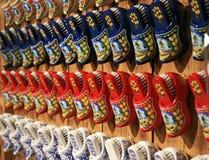 De beroemde Nederlandse houten schoenen Stock Afbeeldingen