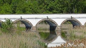 De beroemde negen gatenbrug in Hortobagy Hongarije stock afbeeldingen