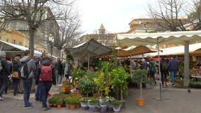 De beroemde openluchtmarkt in de oude stad van Nice, Frankrijk stock videobeelden