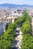 De beroemde straat van La Rambla in het centrum van Barcelona stock afbeeldingen