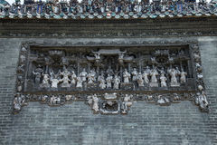 De beroemde toeristische attracties in Guangzhou-de voorouderlijke tempel van stadschina Chen op het dak, baksteen die cijfers va Stock Fotografie