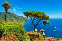 De beroemde tuin van Villa Rufolo, Ravello, Amalfi kust, Italië Stock Fotografie
