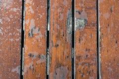 De beschadigde natte houten close-up van de lijstbovenkant na regen achtergrondtekstbericht royalty-vrije stock fotografie