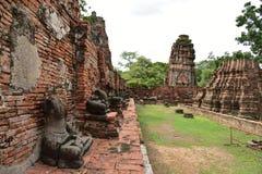 De beschadigde Standbeelden van Boedha Stock Afbeeldingen