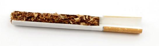 De besnoeiing van de sigaret Stock Foto's