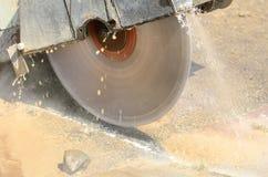 De Besnoeiing van het asfalt Stock Afbeeldingen