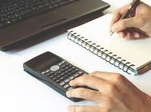 De besparingen, financiën, economie, technologie en huis het concept, sluiten omhoog Stock Foto