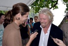 De besprekingen van de heer Richard Branson over haaien te drukken Royalty-vrije Stock Afbeelding