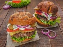 De beste cheeseburgers van vers vlees Stock Afbeelding