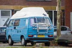 De bestelwagen van de de Vervoerderskampeerauto van Volkswagen T3 Stock Fotografie