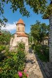 De Bestemming van de Shekitoerist in de Bergen van de Kaukasus een Albanese Kerk royalty-vrije stock foto