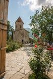 De Bestemming van de Shekitoerist in de Bergen van de Kaukasus een Albanese Kerk royalty-vrije stock afbeeldingen