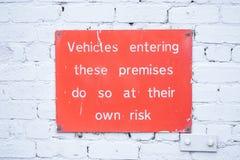 De bestuurder verantwoordelijk voor autoinhoud aansprakelijk voor diefstal of het verlies ondertekent door beheer stock foto