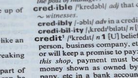 De betekenis van het kredietwoord in Engels woordenboek, lening voor zaken, belooft te betalen stock footage