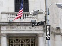 De Beurs van New York Met unidirectioneel teken stock foto's