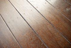 De bevlekte diagonale achtergrond van de houtvloer Royalty-vrije Stock Foto