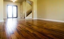 De bevloering van het hardhout in nieuw huis Royalty-vrije Stock Foto's