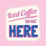 De bevroren koffie diende hier kleurrijk retro teken stock illustratie