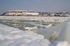 De bevroren rivier van Donau en Petrovaradin-vesting in Novi Sad Royalty-vrije Stock Afbeelding