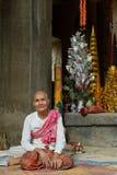 De Bewaarder van de tempel bij de Tempel van Ta Phrom Royalty-vrije Stock Afbeelding