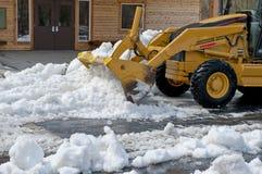 De bewegende sneeuw van de vooreindlader Royalty-vrije Stock Afbeelding