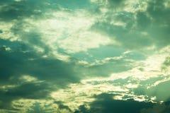 De bewolking van de schemerhemel met bewolkt royalty-vrije stock afbeeldingen