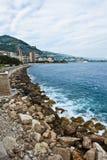 De bewolkte Kustlijn van Monaco Royalty-vrije Stock Afbeelding