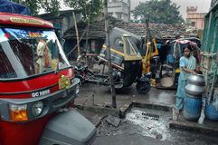 De bewoners van de krottenwijk van kolkata-India stock afbeeldingen