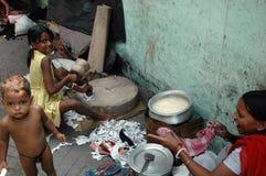 De bewoners van de krottenwijk van kolkata-India stock fotografie