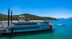 De bezienswaardigheden bezoekende Koningin van cruisetahoe in Meer Tahoe royalty-vrije stock fotografie