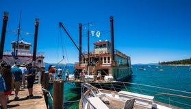 De bezienswaardigheden bezoekende Koningin van cruisetahoe in Meer Tahoe stock afbeelding