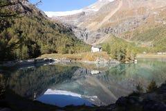 De bezinning van de alp grà ¼ m royalty-vrije stock fotografie