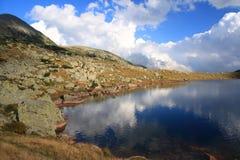 De bezinning van de hemel in het meer van Ana Royalty-vrije Stock Foto