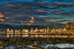 De Bezinning van de Oever van het Centrum van de Stad van Vancouver Royalty-vrije Stock Foto's