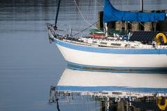 De Bezinning van de zeilboot Stock Fotografie