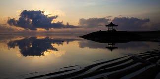 De bezinning van de zonsondergang Stock Foto's