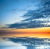De bezinning van de zonsondergang stock afbeeldingen