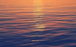 De bezinning van de zonsondergang in het overzees Royalty-vrije Illustratie