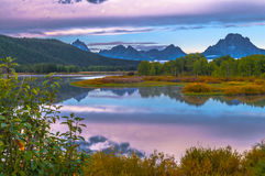 De Bezinning van Grand Teton bij Zonsopgang Stock Foto